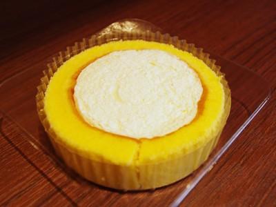 なぜかスポットライトを浴びているプレミアムロールケーキ(笑)